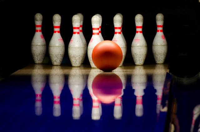 Bowlingklot och käglor
